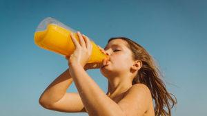 まだ間に合う?子供がジュースばかり飲んでしまう理由と、無理せず水やお茶を飲ませる方法教えます。